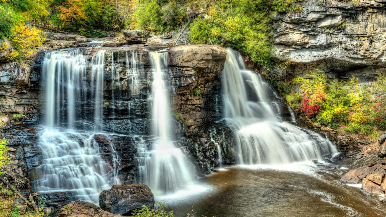 El Blackwater Falls State Park en Davis, Virginia-Occidental