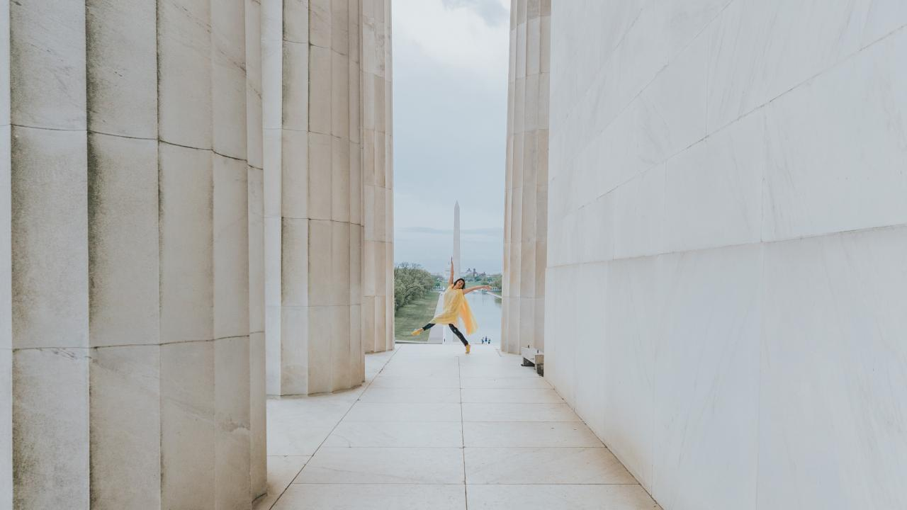 Bailando entre los monumentos de la National Mall en Washington, D.C.
