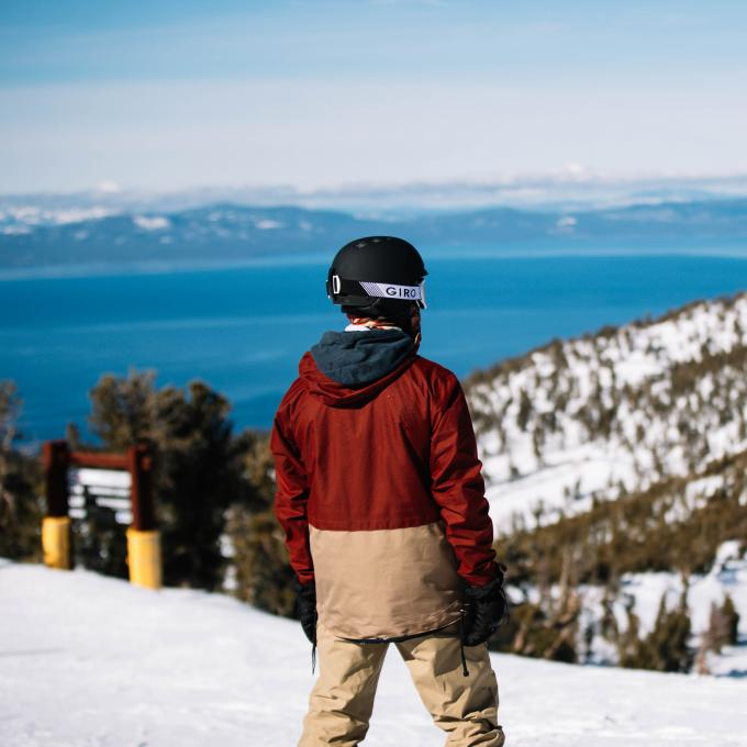 Tirolesa sobre el Lake Tahoe en el Heavenly Mountain Resort en Nevada