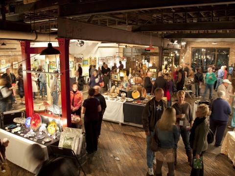 El público hace vida social en Spring ArtScene