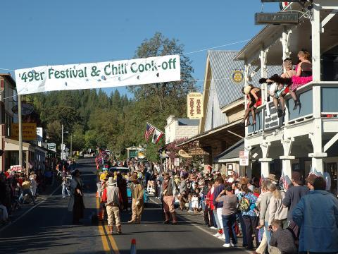 Un gran día de diversión con desfile, música, duelos al estilo del Viejo Oeste y vendedores