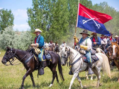 Recreando la Batalla de Little Bighorn, también conocida como Custer's Last Stand