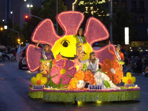 Uno de los carros alegóricos del Lilac Festival Parade