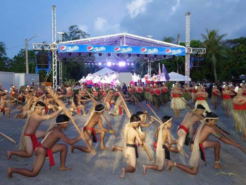 Artistas durante la Guam Micronesia Island Fair