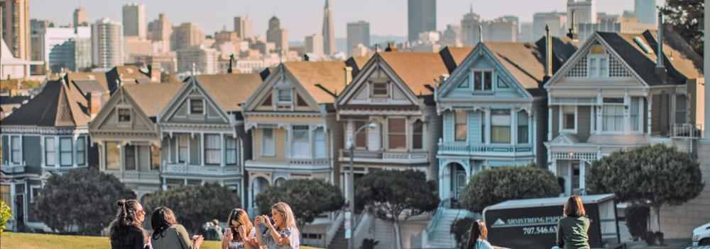 "Casas de fachada continua, conocidas como las ""Painted Ladies"" en San Francisco, California"